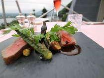 お肉料理の一例「甲州牛のロースト、温野菜添え」