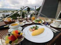 洋朝食の一例(夏期はレストランのテラスでも召し上がれます。)