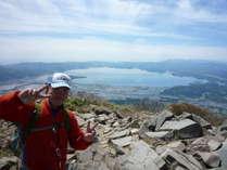 磐梯山の頂上!猪苗代湖を全貌!