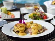 【ファインダイニング】朝食はセミブッフェスタイル。メインは豊富な日替わりメニューよりお選び下さい。