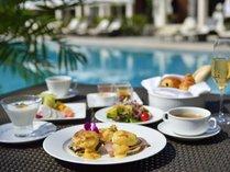 【ファインダイニング】オリジナルの卵料理とブッフェ(焼きたてパン、沖縄野菜やフルーツなど)をご用意。