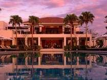 【外観】インフィニティ―プールに開かれた大人のリゾート