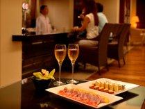 【全宿泊客がご利用頂けるクラブサービス】人気のカクテルタイムはシャンパンやカクテルメニューをご用意。