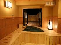 富士眺望露天風呂付客室スタンダード お風呂からの眺望(夜景)(一例)