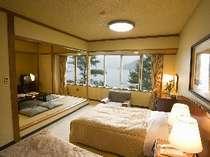 西館和洋室(3) 河口湖眺望和洋室 (6名様定員)畳8畳+ヘ゛ット゛2台