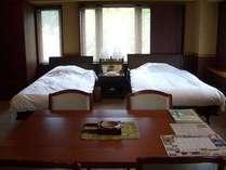 バリアフリーコーナールーム(2)内風呂温泉付(4名様定員)