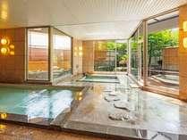 明るい日差しが差し込む温泉大浴場,山梨県,甲府富士屋ホテル(2019年4月1日から甲府 記念日ホテル)