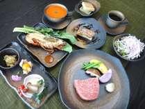 記念日やお誕生日のお祝いに。東京湾を一望できるレストランで豪華ディナーをお楽しみください。