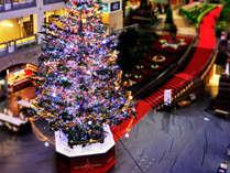 ショッピングモールにXmas時期になるとイルミネーション約5万個のジャンボクリスマスツリーが登場
