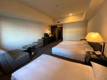 トリプルルーム一例 39.4平米 正ベッド3台でゆっくりお寛ぎいただけます