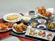 朝食バイキング休止中はお膳でのご用意(画像は洋食イメージ)