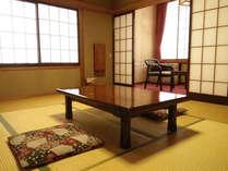 *ご家族やグループで、ごゆっくりとお過ごしいただける和室です。