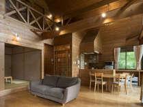 【コテージ室内/一例】木の温もり溢れる個性豊かなお部屋がいっぱいです。