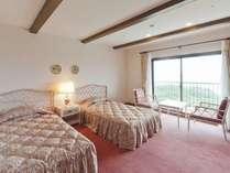 スペインの都市セビリアをイメージしてデザインされた客室
