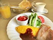 ふわふわオムレツの朝食です。