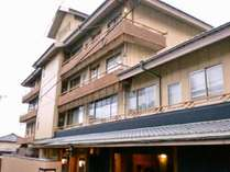 新館は 和室6室 特別室4室 特別和洋室2室 全部でも12室です。