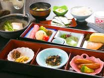 【朝食一例】(焼き魚、お豆腐など7品前後の和定食をご用意いたします。2016年冬~)