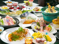 【相良会席】15品前後の会席。郷土料理や地元産の食材を使った料理が並びます。(2016冬~)