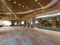 ◆ロビー/施設の随所に和の粋を集約した、贅沢な空間がお客様を出迎えます。