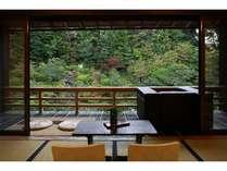テラスからの眺めは抜群♪庭園を眺めながらゆったり。15畳の和室