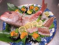 鳴門の潮で揉まれた鯛は絶品です。
