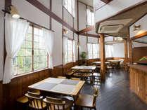 当館メインホール。フリースペース・朝食会場。フリーソフトドリンクコーナー・軽調理器具も常備。