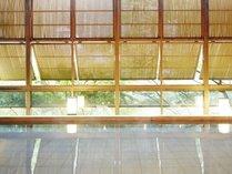 大浴場「渓谷の湯」鬼怒川渓谷沿いでマイナスイオンを感じながら温浴できます