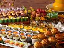 「秋の収穫祭(ブッフェ)」サーモン等を使った和洋中料理や秋の味覚スイーツが大集合!(19/9/7~12/1)