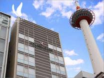 【外観】JR京都駅の真正面に位置する法華クラブ京都は、みなさまのビジネスに観光にとても便利です。