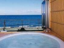 海と空が一望!潮騒に心癒される露天風呂