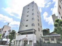 HOTEL ARIA外観です。沼津駅南口より徒歩3分の好立地。フロントは2階にございます。