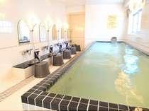 【光明石温泉大浴場】温泉の効能で疲れが取れます。朝風呂もご利用可能です。※男女入替制