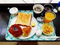 無料朝食盛り付け例(メニューは変更する場合がございます)お部屋に持っていって食べることも可能です
