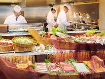 地産食材を使ったお刺身やお寿司、のっけ丼など思う存分味わえる、夕食ビュッフェ一例