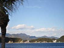お部屋から見える碧い海と世界遺産の地、熊野の山々♪