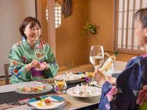 最上階「花游亭」でのお夕食はお部屋でゆっくりと。