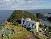 広大な庭園を有し、お部屋からは熊野の山海が一望出来ます。