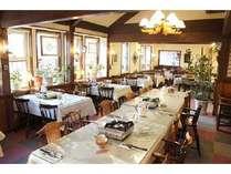 50名収容のレストランホール。宴会・会議室としてもご利用いただけます。