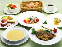 *【お食事(一例)】彩り豊かなコース料理。中禅寺金屋ホテル特製のフランス料理をお楽しみください。