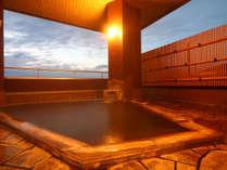 男風呂-北信五岳を眺める源泉かけ流しの露天風呂。信州の四季をかんじる露天風呂です。