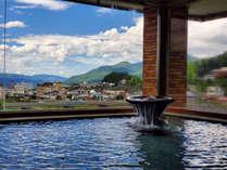男風呂-北信五岳を眺める源泉かけ流しの露天風呂。信州の四季を感じる露天風呂