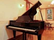 *[ベーゼンドルファーのピアノ]ダイニングルームにございます。貸出希望はフロントまでご相談下さい