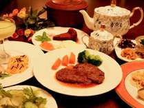 *[夕食一例]ボリューム満点な和洋折衷メニューをご用意!
