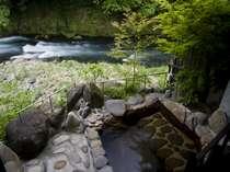 菊池川の渓流を望む絶景の蔵棟客室付き露天風呂