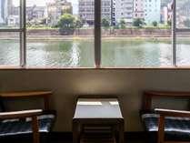 <お部屋>川側 和室/坂本竜馬が泳いだ「鏡川」が望めます