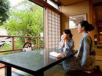 【湯あがり処】温泉から上がれば新緑の情景愉しむ湯上がり処で待ち合わせ