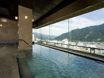 【空の湯ぱぱらく】谷川連邦を望む最上階の展望浴場