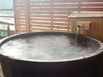 露天風呂付客室の露天風呂(一例)