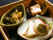 【お料理】地元の有機野菜を昔懐かしく仕上げました。他のお料理を優しく盛り立てます。