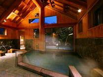 【しだないの湯】開放感ある高い天井、安定感あるどっしりとした柱。